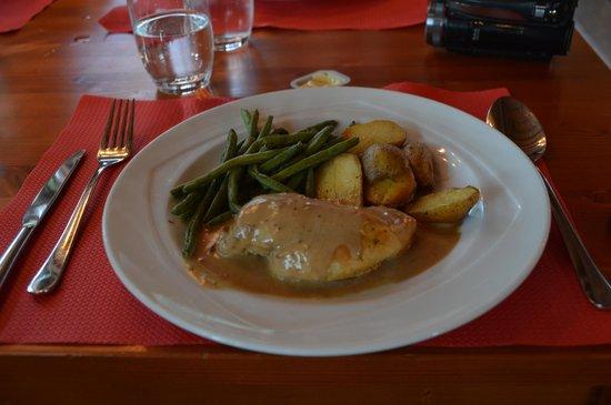 Jugendstilhotel Hotel Paxmontana : nice dinner with chicken