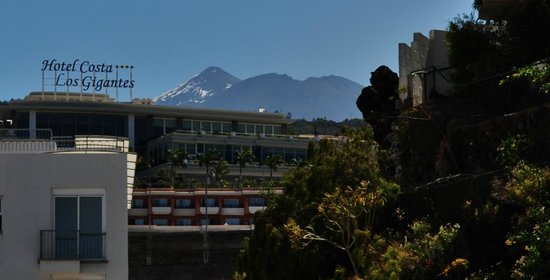 Be Live Family Costa los Gigantes : Teide in background of Hotel