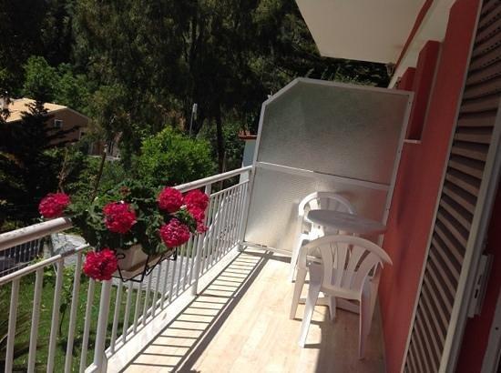 Skevoulis Studios: balcony area