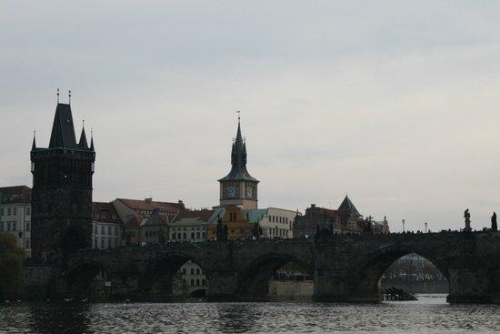 Charles Bridge: Вид на Карлов мост и Староместскую мостовую башню