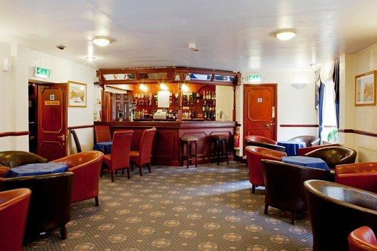 County Hotel: Bar