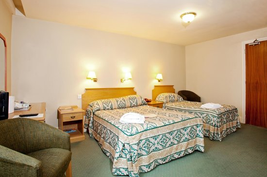 County Hotel: Family Room
