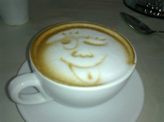 Hotel Ristorante Voce del Mare : Morning coffee served with a smile