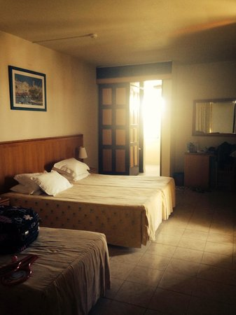 Auramar Beach Resort : Large Room