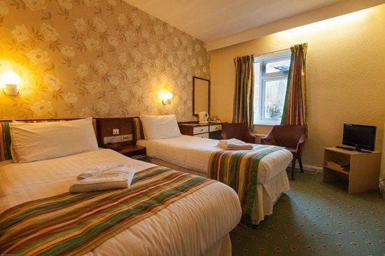 County Hotel : Twin Room