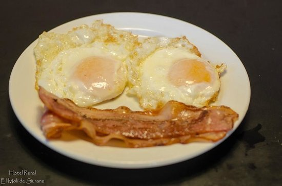 El Moli de Siurana : Huevos fritos para desayuno, Frite eggs for breakfast.