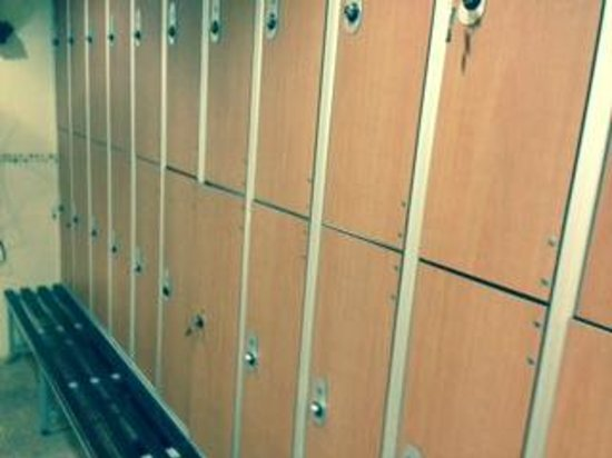 Liverpool Marriott Hotel City Centre : inadequate lockers