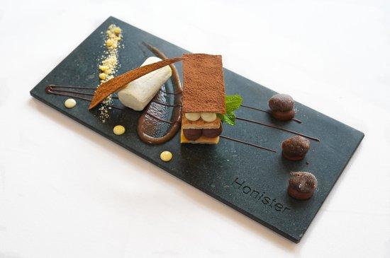 Cedar Manor Hotel and Restaurant : Desserts at Cedar Manor