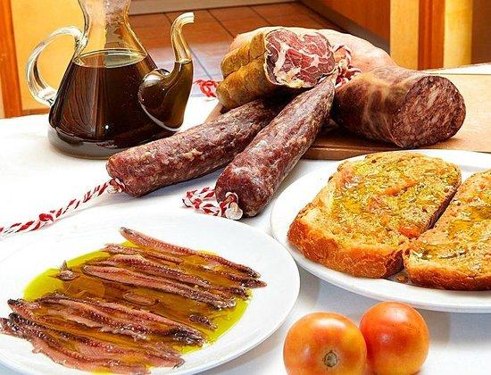 El Moli de Siurana : Tradicion i sabor autentico, Tradition and good taste.