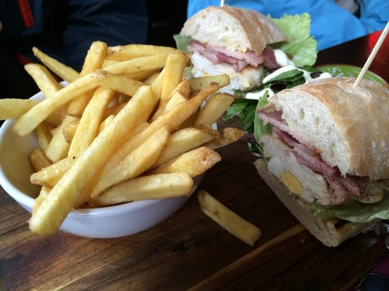 Bad Bobs: Chicken Club sandwich