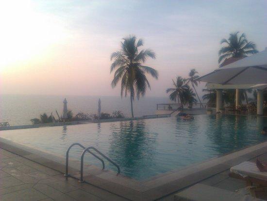 The Leela Kovalam Beach: The pool at Sunset