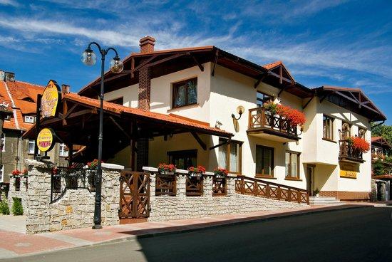 Boguszow-Gorce, Pologne : Restauracja Kręgielnia Bilard Magdalenka
