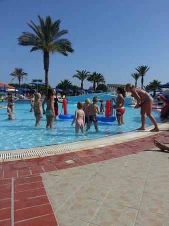 Lindos Princess Beach Hotel: Kinderanimation im Pool