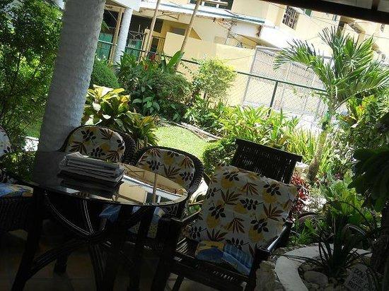 Fat Jimmy's Resort: garden