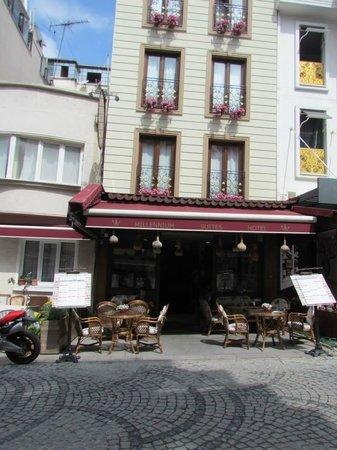 Senatus Suites: Akbiyik street