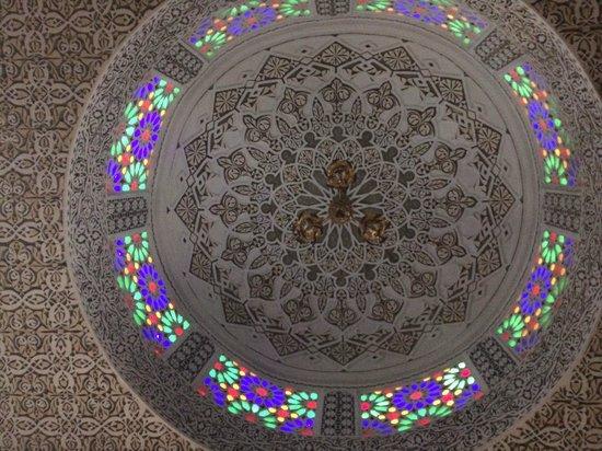 Riad Ibn Battouta: Impresionante Vidriera sobre la cama