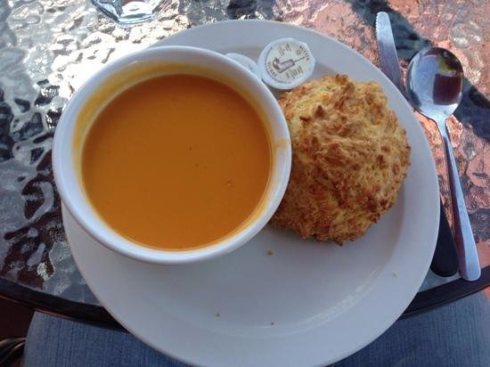 Willow Street Cafe : Carrot and ginger soup with a cheese scone ... yum!