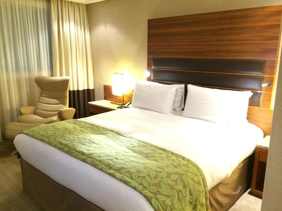 Sofitel London Heathrow: sofitel bed