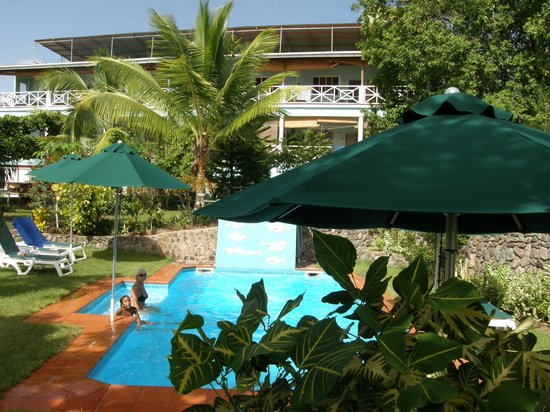 The Tamarind Tree Hotel & Restaurant : Pool with hotel