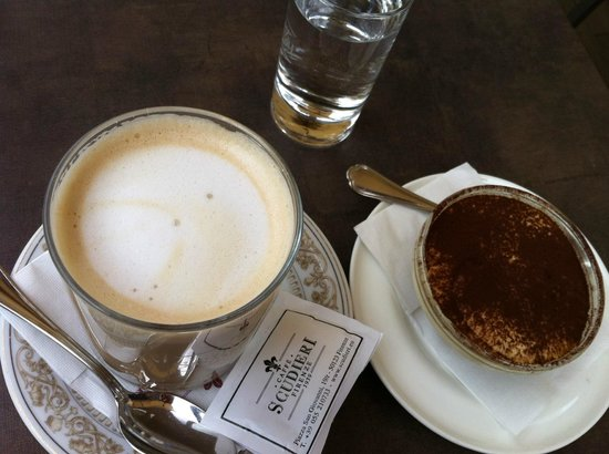 Bar Scudieri : Latte and a tiramisu