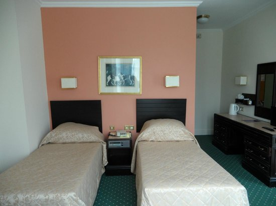 Glen Usk Hotel: Twin Room