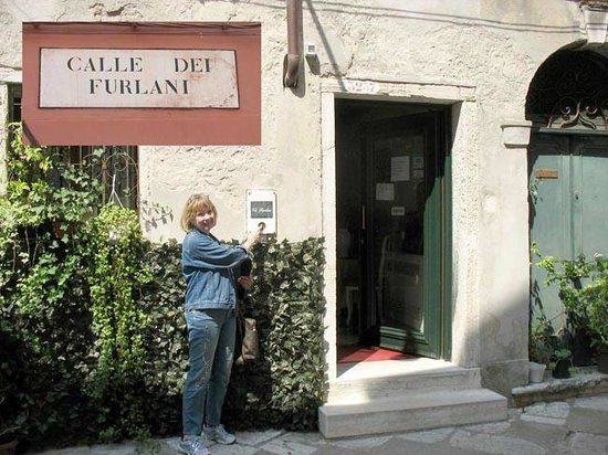 Ca' Furlan : front entrance with street name superimposed