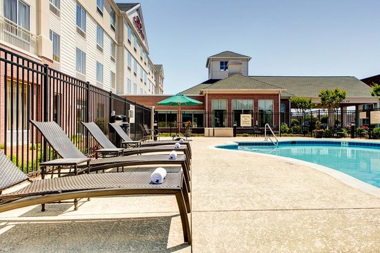 Hilton Garden Inn Wilmington Mayfaire Town Center: If you can't make it to the nearby beach, try our pool!