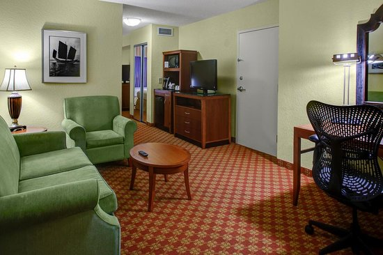 Hilton Garden Inn Wilmington Mayfaire Town Center: Two room Jr. Suite