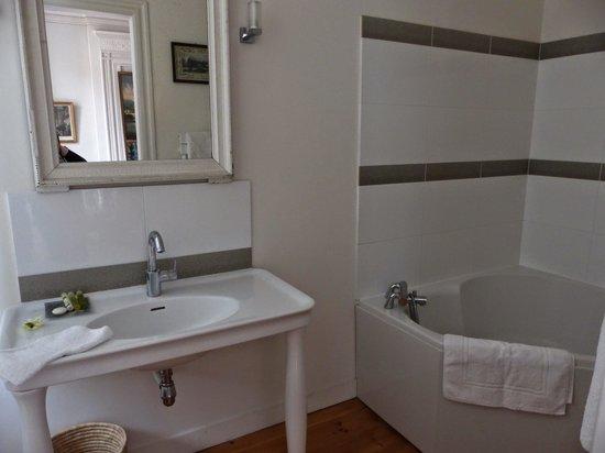 22Bordeaux : Private washroom