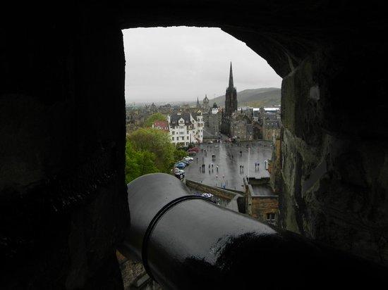 Royal Mile : Вид из бойницы Эдинбургского замка