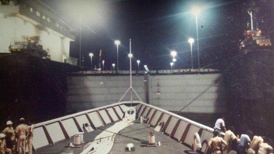 Puente de las Américas: Sailing the Lochs of Panama Canal
