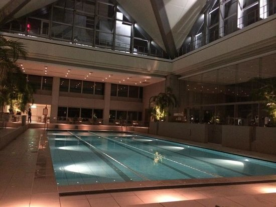 Park Hyatt Tokyo: amazing pool on top