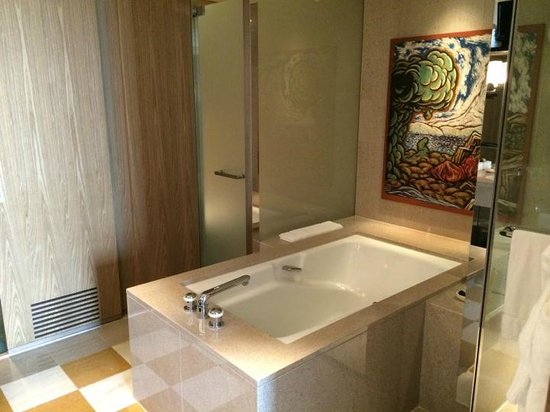 Park Hyatt Tokyo : bathroom with bathtub and walk in shower