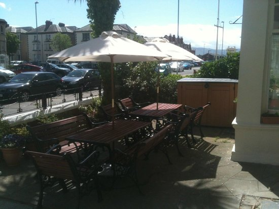 The Grand Ash: Outside seating area