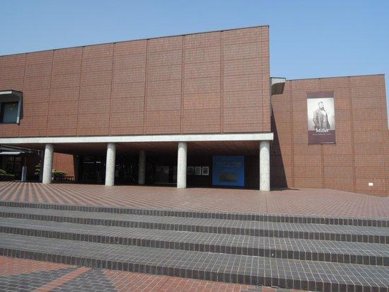 Yamanashi Prefectural Museum of Art: あまり人がいないのでゆっくり絵が鑑賞できる