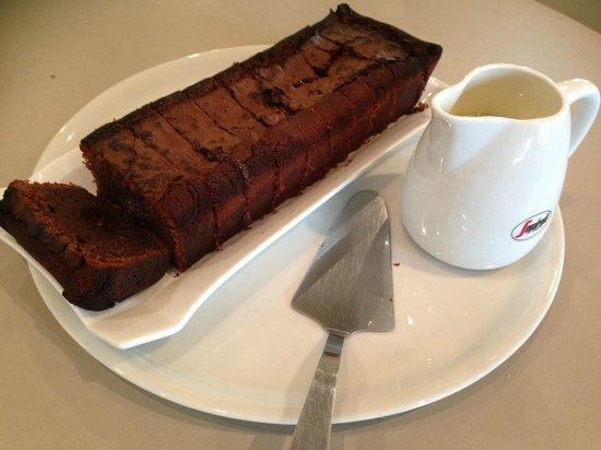 Brasserie de L Hotel de Ville : Gâteau au chocolat maison