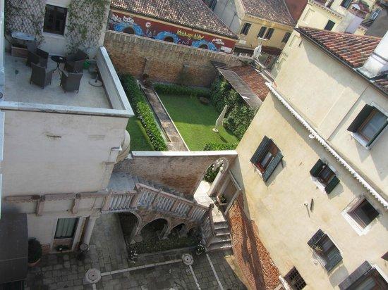 Palazzo Contarini della Porta di Ferro: Vista dall'appartamento - Cortile