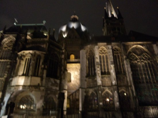 Aachen Cathedral (Dom): Noite