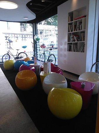 Pantone Hotel : Hasta los azucarillos son de colores