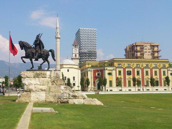 Skanderbeg-Platz: Skenderbeg Square