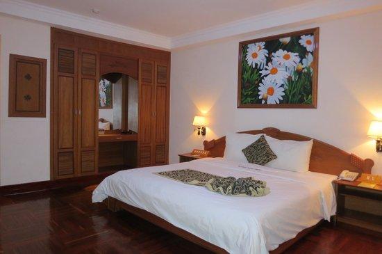 HAGL Hotel Pleiku: quite a comfortable room