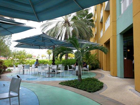 Renaissance Curacao Resort & Casino: Breakfast outside