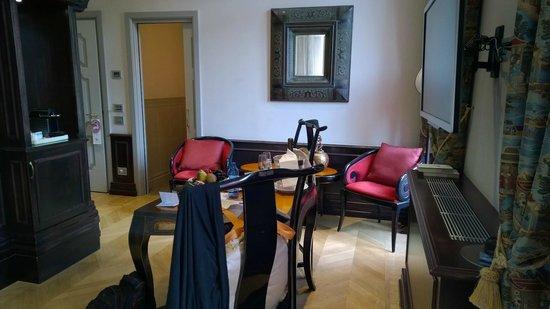 Chateau Monfort: Piece