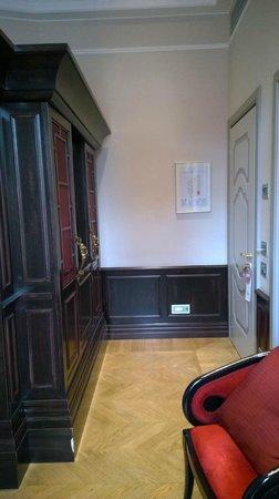 Chateau Monfort: Couloir