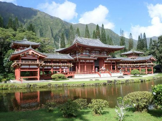 Byodo-In Temple: View of the temple from the entrance bridge.