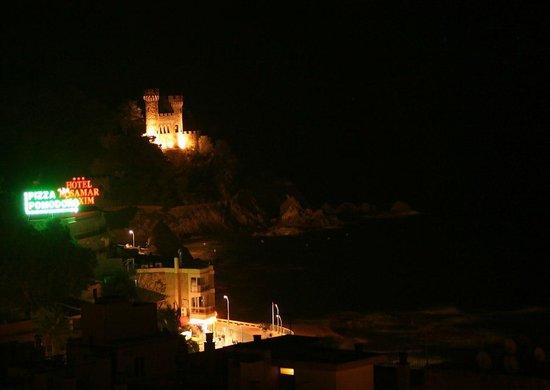 Hotel Roger de Flor Palace: Вид на крепость ночью