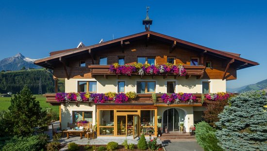 Pension St. Georg: Aussenansicht - Sommer