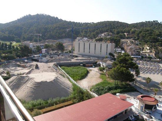 Grupotel Playa Camp de Mar: building site next door