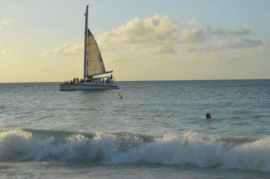 Eagle Beach: Come sail away.
