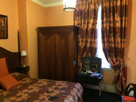 Hotel de Latour Maubourg: Our room. No view here